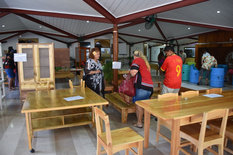 Les tables, garde-à-manger et autres meubles rencontrent chaque année beaucoup de succès auprès du public.