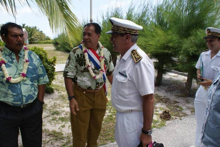 Visite officielle du Haut-Commissaire à Tikehau,  commune associée de Rangiroa