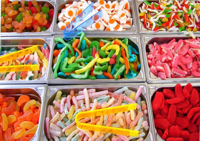 Les enfants dès le plus jeune âge consomment trop de sucre