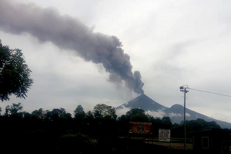 Eruption du volcan Ulawun: des milliers de Papouasiens fuient leur domicile