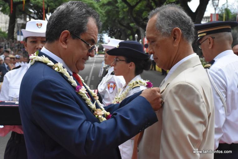 Six personnalité ont été distinguées dans l'Ordre de Tahiti : Dominique Marghem, Pauline Niva, George Kelly, Sandrine Attia, Charles Tetaria (photo) et Michel Gay.