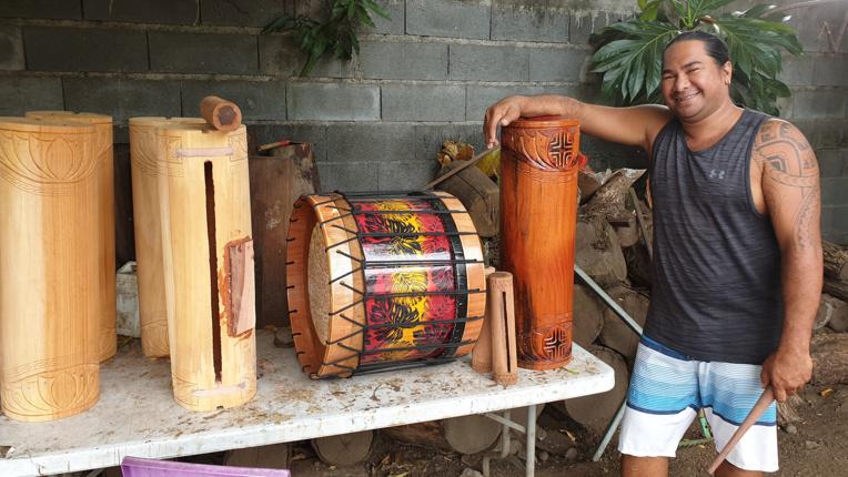 Depuis plus de 10 ans, Jean Noho fabrique des instruments de musique traditionnels.
