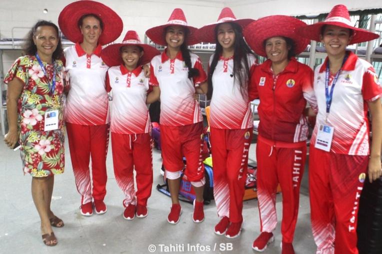 Mme la Ministre Christelle Lehartel avec le team féminin de badminton
