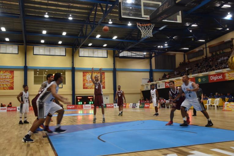"""Samoa 2019 : Les basketteurs tahitiens prennent """"une petite claque"""" face à Fidji"""