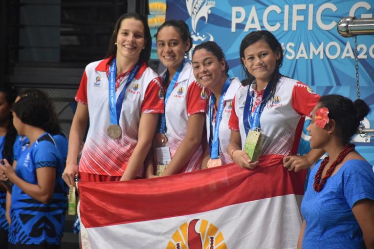 Le relais 4 nages féminin composé d'Angéline Tregoat (dos), Poerani Bertrand (brasse), Alizée Diaz (papillon) et Reva Reignier (crawl)