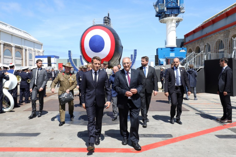 """La naissance d'un """"chasseur"""": Macron lance le sous-marin nucléaire Suffren"""
