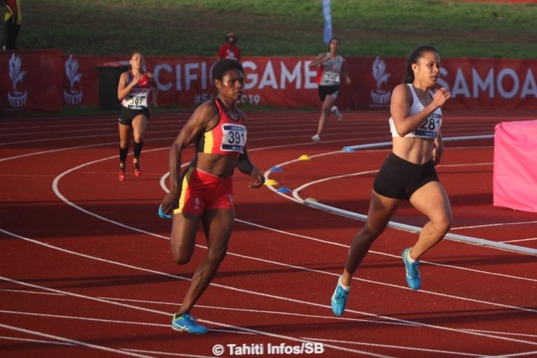 Takina Bernardino, à droite, médaille d'argent au 400m