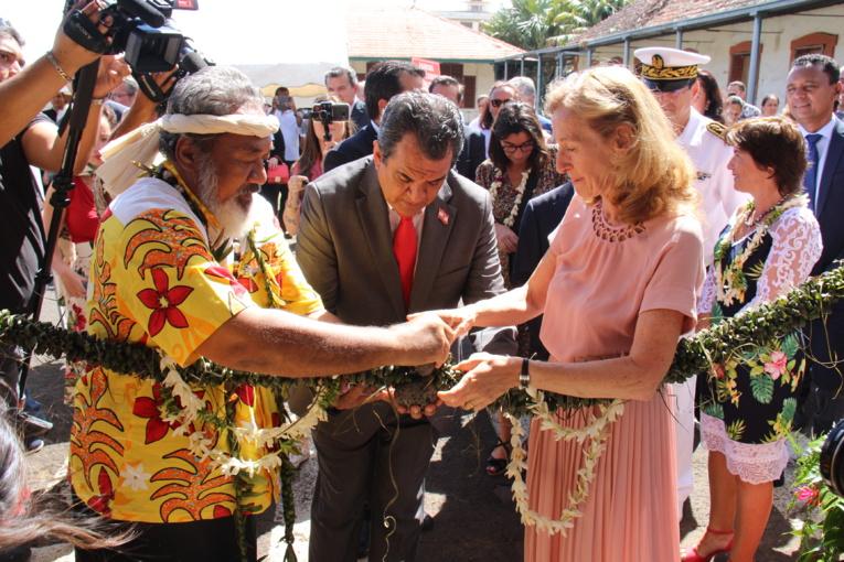 La ministre inaugure le tribunal foncier.