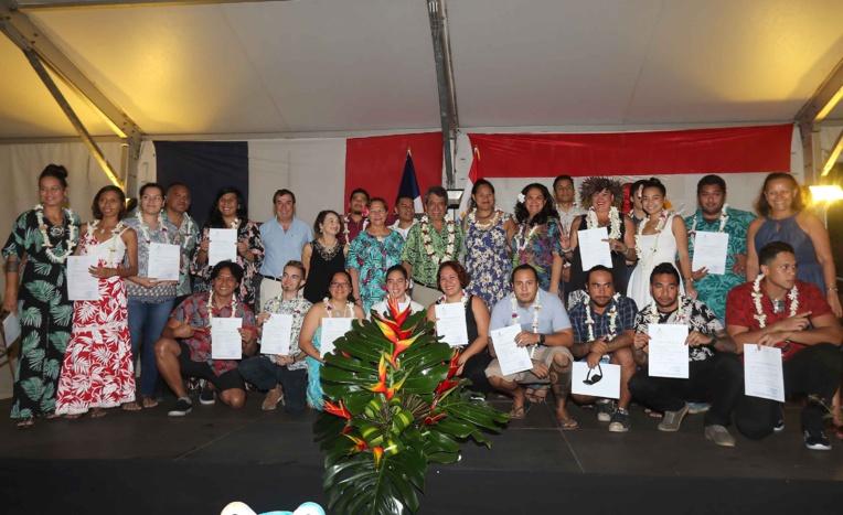 Les 21 élèves stagiaires du Centre des Métiers d'Art ont reçu à la présidence leur diplôme.