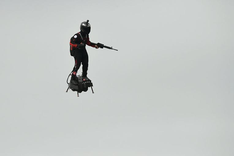 """Traversée de la Manche par Franky Zapata en """"Flyboard"""": """"avis défavorable"""" de la préfecture maritime"""