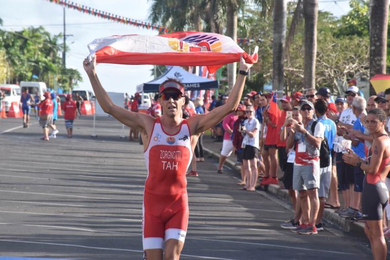 Benjamin Zorgnotti remporte la deuxième médaille d'or pour Tahiti sur l'aquathlon.