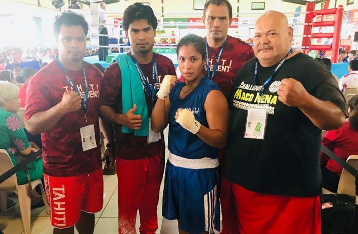 Heiura Nena (en bleu) est la seule de la délégation tahitienne de boxe à être arrivée en finale, où elle s'est inclinée face  la Samoane Faasu Loia. (© SportsTahiti)