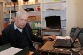 Le père Raymond d'Izarny, 89 ans, cybercuré superpopulaire