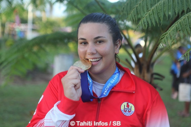 Rauhiti Vernaudon, médaillée d'or en judo individuel