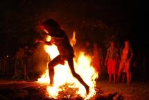Umu iti, Marche sur le feu traditionnelle