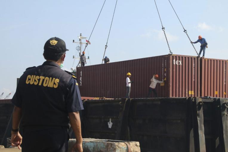 Conteneurs de déchets renvoyés d'Indonésie: la France attend des précisions