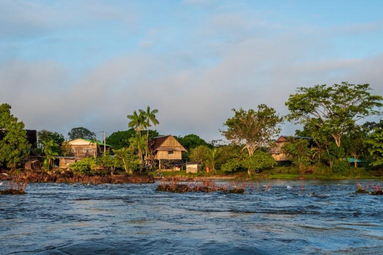 Guyane: émotion après la mort d'un chef indigène au Brésil