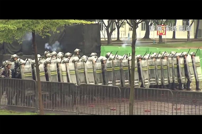 L'armée chinoise montre ses muscles à Hong Kong