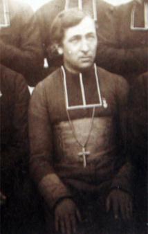 Ce cliché passe pour représenter Mgr Douarre en compagnie d'autres missionnaires maristes.