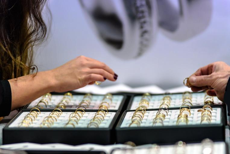 Paris: une fausse princesse soupçonnée d'avoir volé 1,6 million d'euros de bijoux