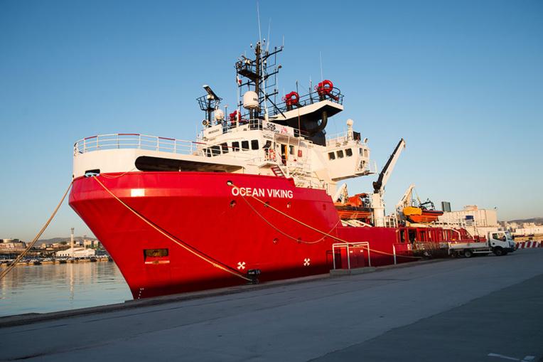Le navire de sauvetage de migrants, l'Ocean Viking, quitte Marseille
