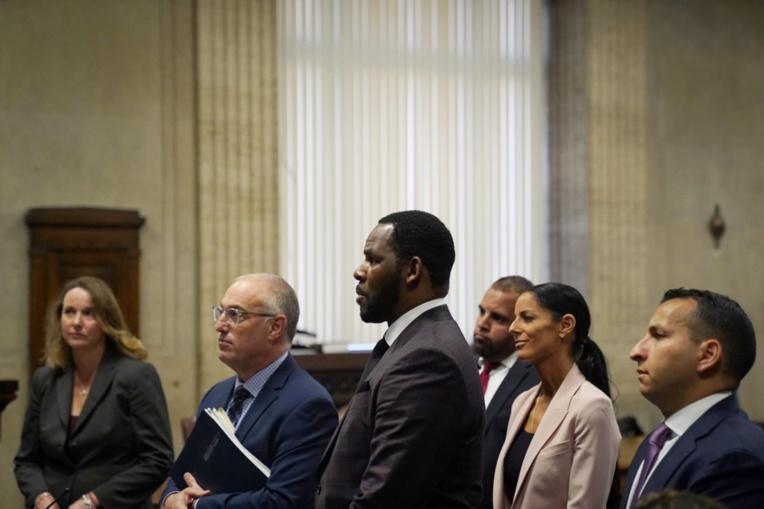 Nouvelles accusations contre R. Kelly, inculpé pour sollicitation de mineure