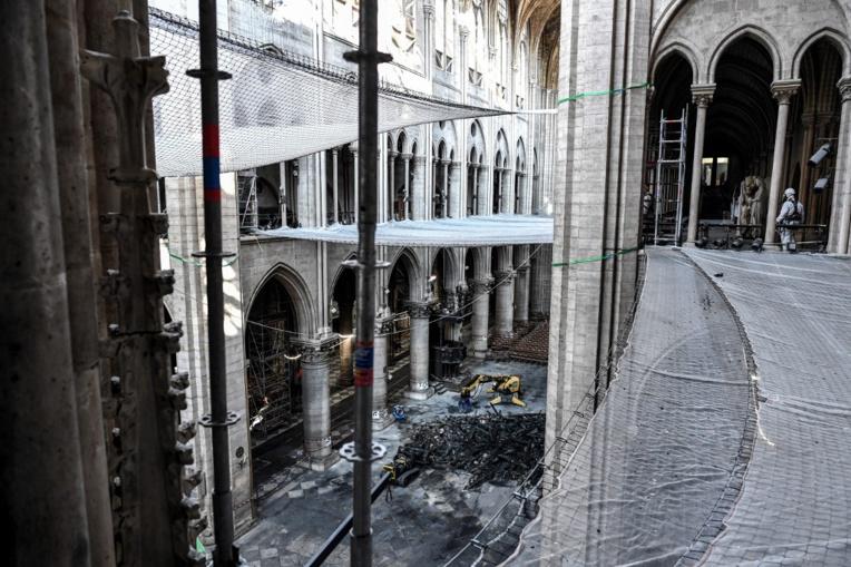 """Mettre Notre-Dame """"sous cloche"""" pose """"un problème de faisabilité"""", selon la mairie de Paris"""