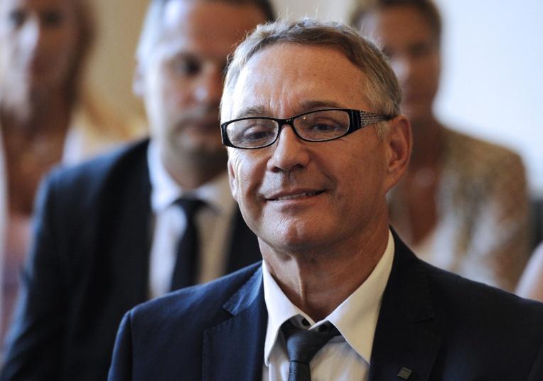 A Montpellier, la devanture de la permanence du député LREM Patrick Vignal, qui vise également la mairie de Montpellier aux prochaines municipales, a été aspergée de peinture jaune.