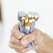 Arrêter de fumer: patch et pâte à mâcher à la nicotine seraient inefficaces