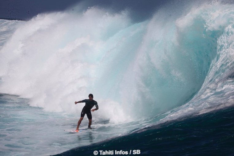 Gabriel Medina a pris de nombreuses vagues à la rame...