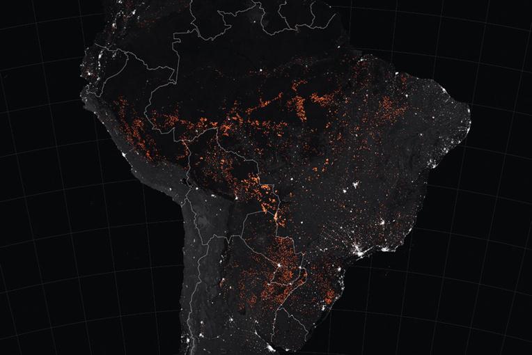 """Les images du """"poumon de la planète"""" en feu ont provoqué une émotion mondiale. Cette carte de la Nasa montre les foyers actifs en Amérique du sud entre le 15 et le 22 août 2019."""
