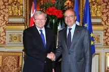 .Kevin Rudd et Alain Juppé après la signature d'une convention (Quai d'Orsay, 26/4/2011)
