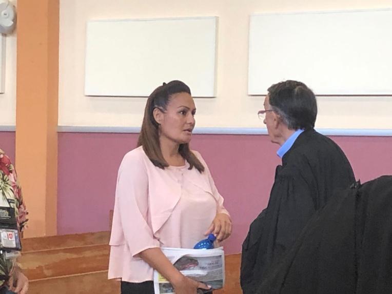Sabine Boiron et son avocat, Me Des Arcis, le 28 août au palais de justice de Papeete.
