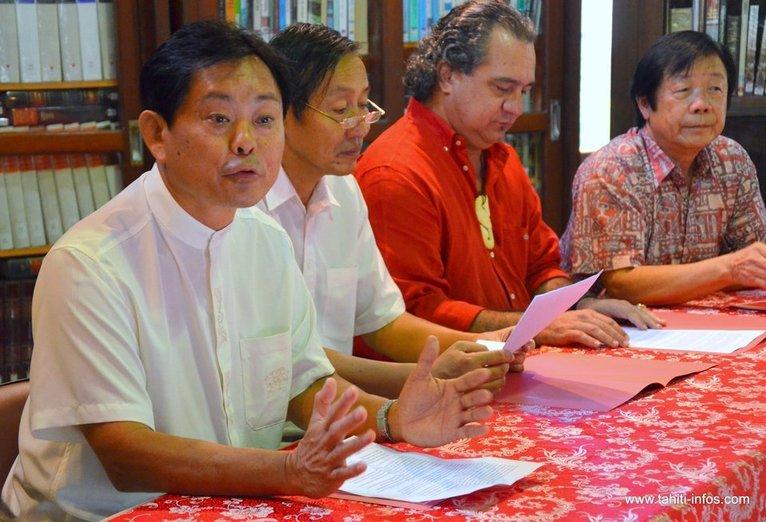 De g. à d. : Victor Lau, vice-président de l'association WEN FA, Shi Guangeng, consul de Chine, Heremoana Maamaatuaiahutapu, directeur de la maison de la culture, et Guy Yeung, président de l'association