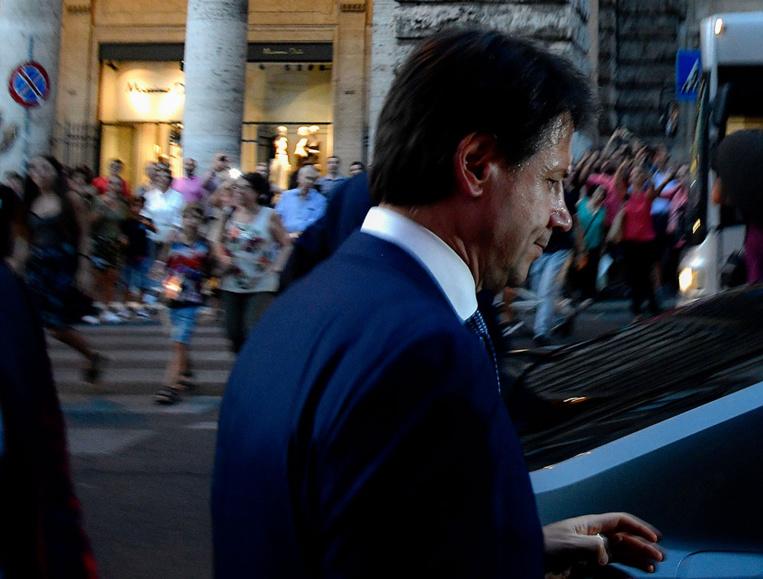 """Italie: Conte veut un gouvernement """"plus juste"""" et """"au premier plan"""" européen"""