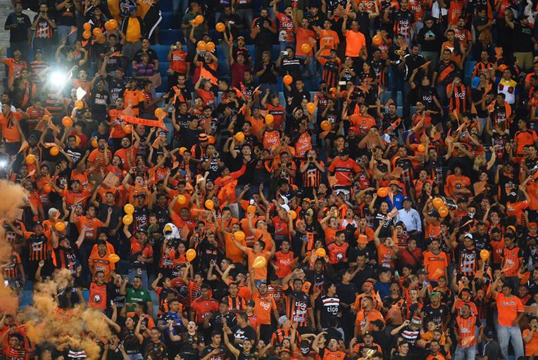 Injures homophobes dans les stades: le risque de la surenchère