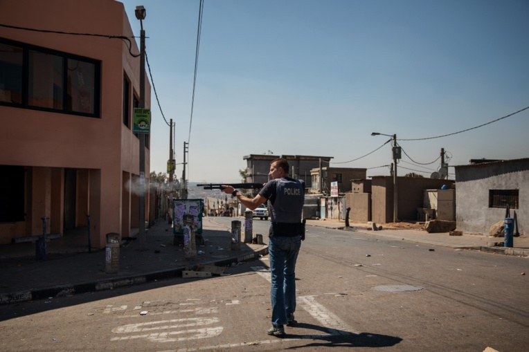 Tirs de balles en caoutchouc après une nouvelle nuit de pillages à Johannesburg