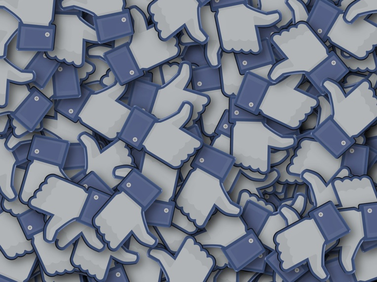 "Facebook pourrait cacher le nombre de mentions ""likes"""