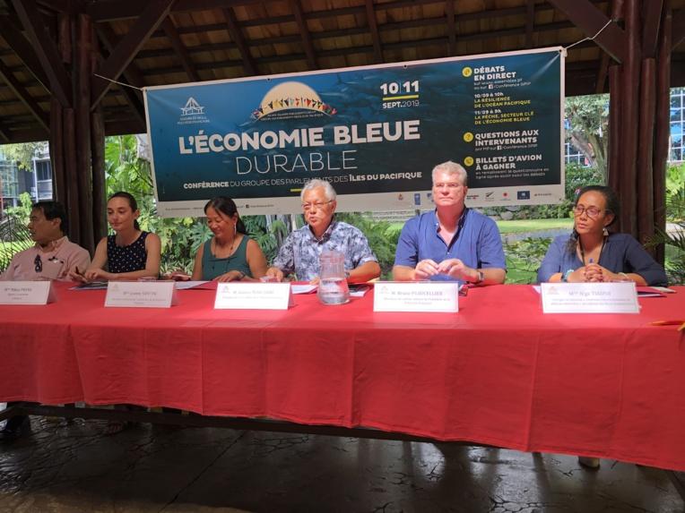 """""""L'économie bleue et ses enjeux concernent toutes les sociétés du Pacifique et l'objectif de cet événement est bien sûr de permettre aux parlementaires d'échanger et partager sur ce sujet mais aussi et surtout d'associer le public aux débats"""", explique Gaston Tong Sang, président de l'assemblée de la Polynésie française."""
