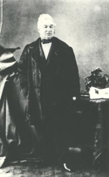 Le  commissaire de la république, Charles-François Lavaud expulsa de Ginoux dès son retour à Tahiti pour de basses raisons personnelles.