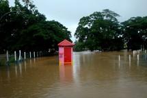 À Nadi et à Ba : les rues sous les eaux