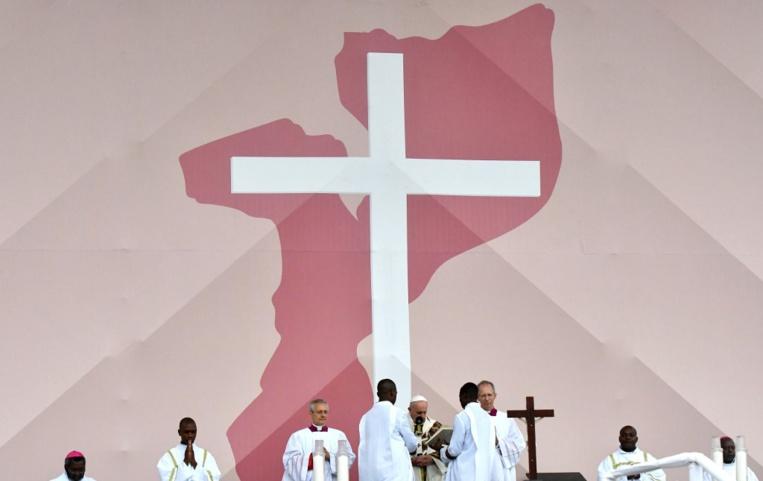 """Mozambique: le pape préoccupé par les """"marginalisés"""" du sida et l'esprit de vengeance"""