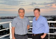 Jacques-Samuel Prolon et John Hawker, deux vice-présidents de Kacific, étaient en Polynésie la semaine dernière pour trouver des partenaires pouvant revendre leur solution. Mais ils doivent d'abord convaincre l'OPT.