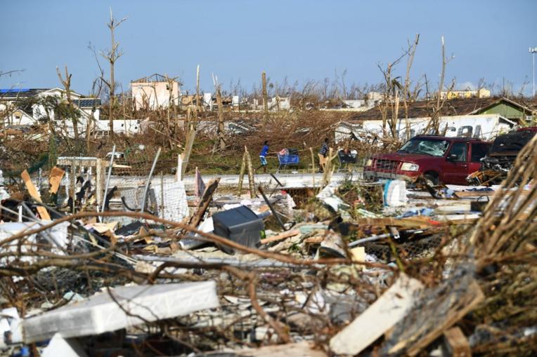 En avion ou en bateau, les habitants d'Abaco fuient leur île dévastée par Dorian