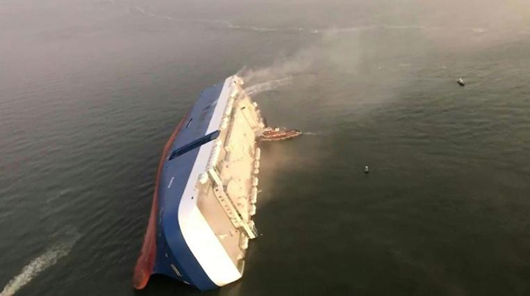 Trois membres du cargo sud-coréen échoué aux Etats-Unis secourus