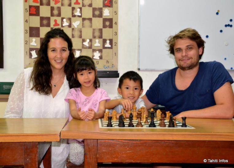 Sophie et Mayron sont des jeunes espoirs polynésiens de seulement cinq ans, qui s'entraînent pour participer aux championnats de France d'ici quelques années.