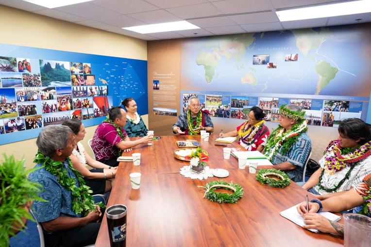 Visite du ministre de la Culture sur le site des écoles Kamehameha à Hawaii