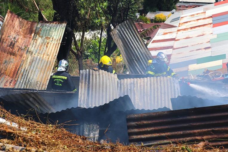 Trois maisons incendiées suite à un feu de feuilles