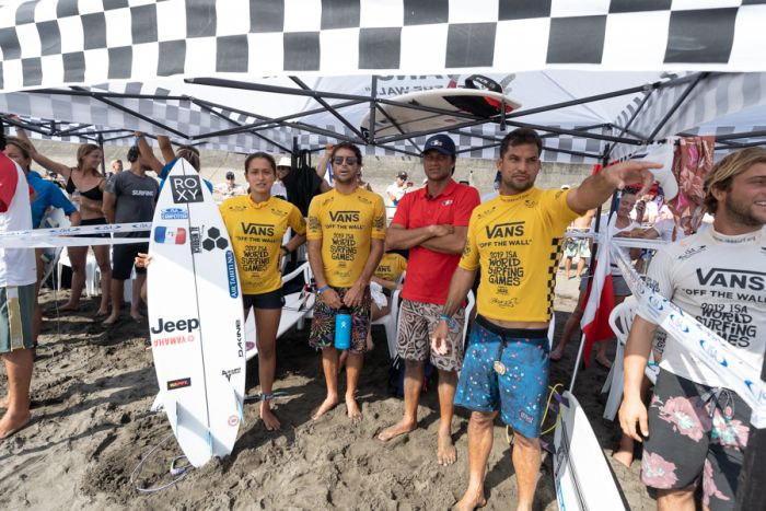 """Pour une fois, le sport individuel qu'est le surf a été vécu """"par équipe"""""""