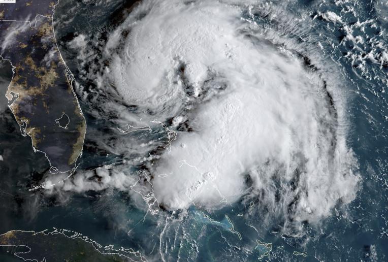 """Humberto devient un ouragan """"majeur"""" et se rapproche des Bermudes"""